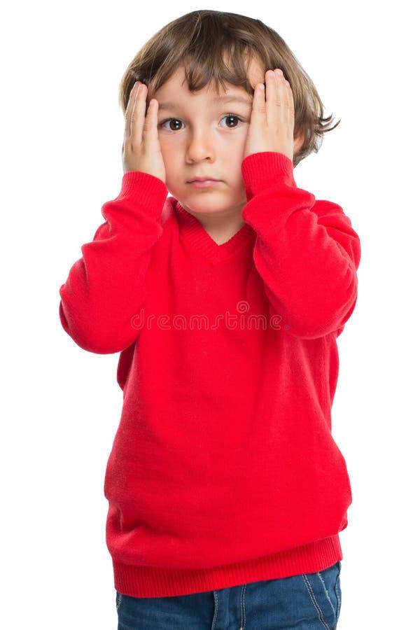 儿童孩子男孩哀伤的悲伤哀痛让情感纵向格式担心 免版税库存照片