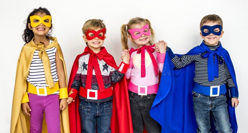 儿童微笑的特级英雄服装画象概念 免版税图库摄影
