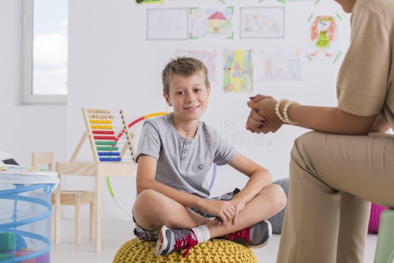 儿童心理学家概念,小男孩 库存图片