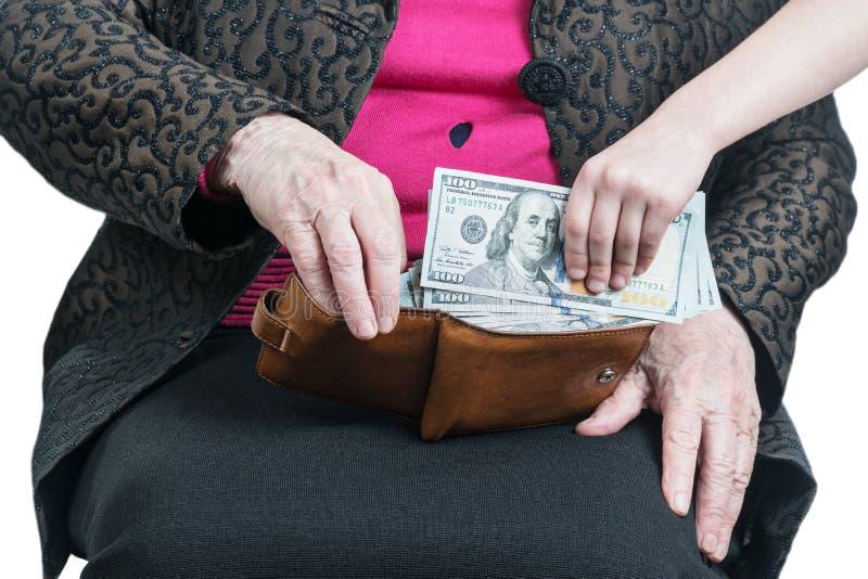 儿童手采取从祖母的金钱 免版税库存照片