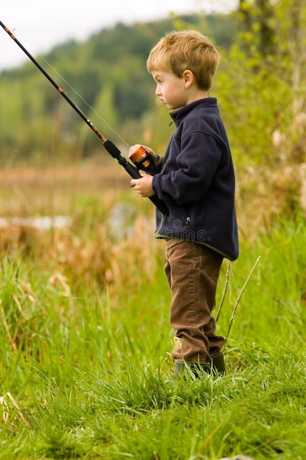 儿童捕鱼 库存图片