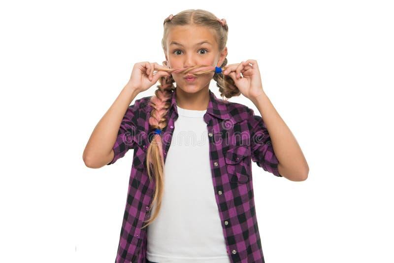 儿童有父亲的乐趣一起使用 面毛概念 女孩长期把白色背景编成辫子 Kanekalon辫子 保持发型编辫子为 免版税图库摄影