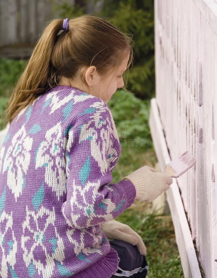 儿童染料农村房子的门廊 免版税库存图片