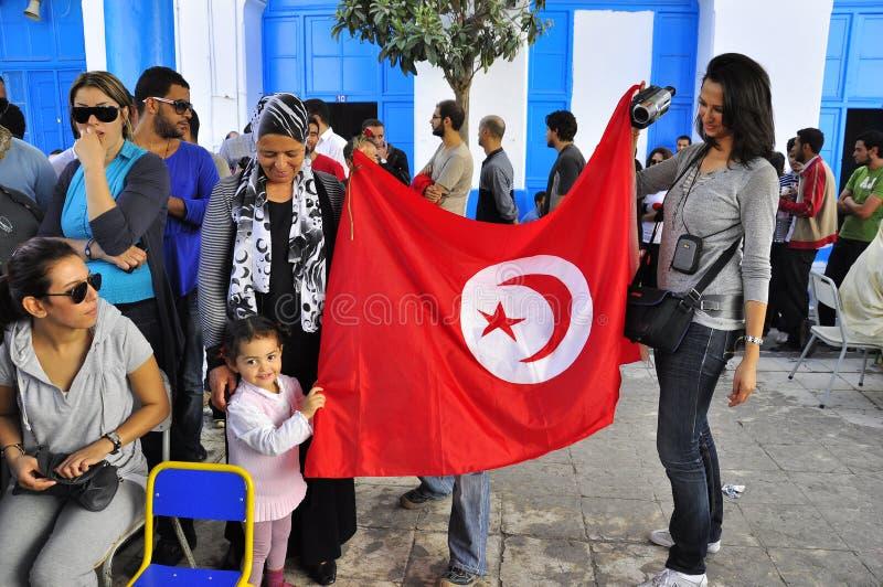 儿童标志对负红色对表决等待的妇女 免版税库存照片
