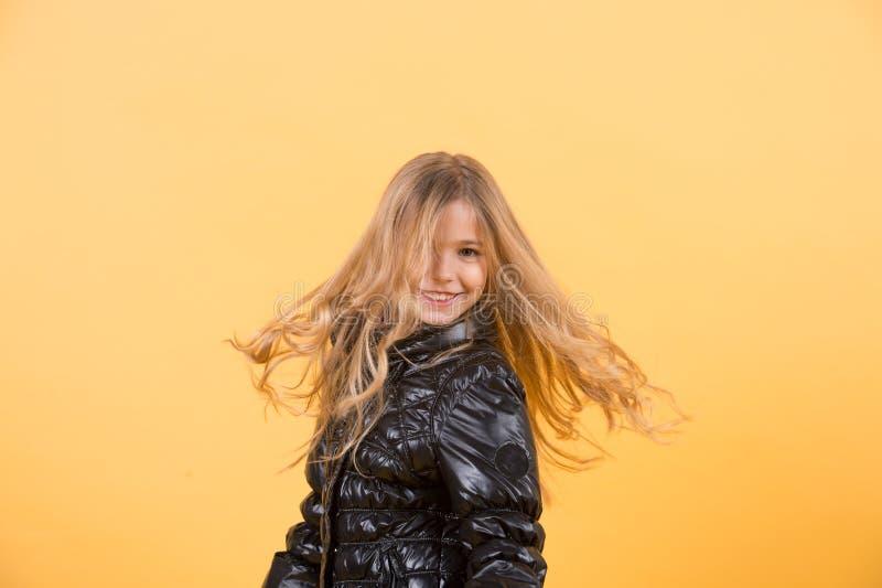 儿童模型震动长的金发 免版税库存照片