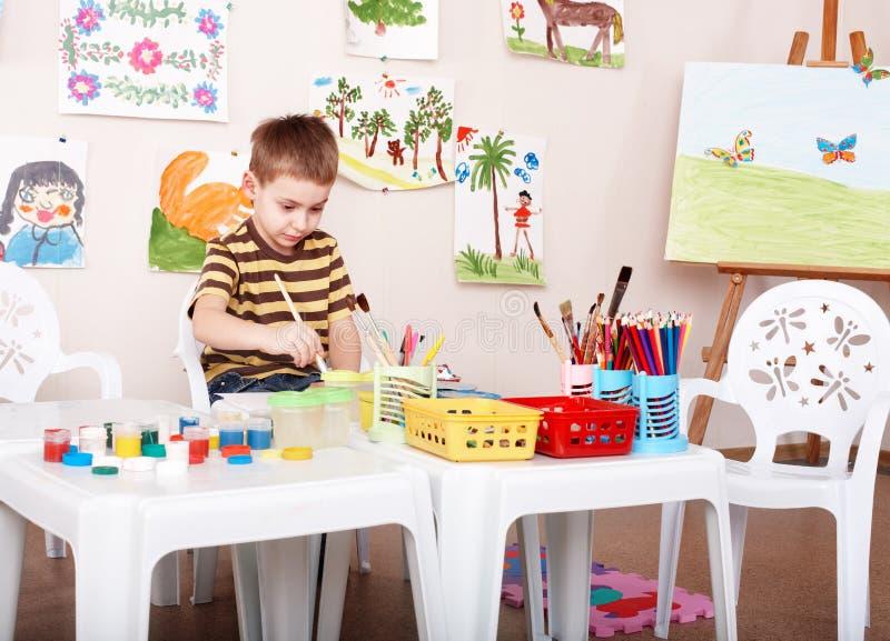 儿童油漆照片幼稚园 免版税库存图片