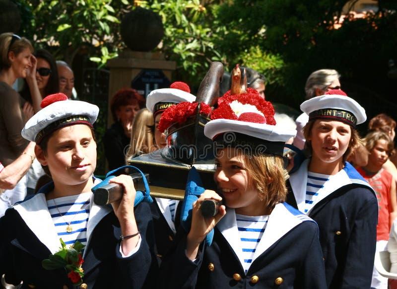 儿童海军游行圣徒tropez统一 库存照片
