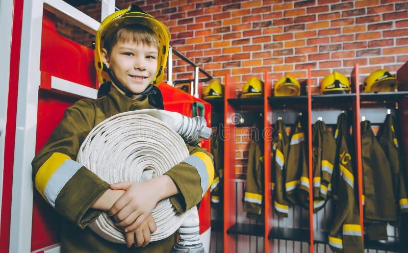 儿童消防队员戏剧 库存图片