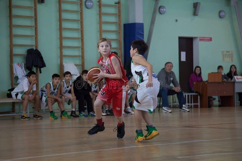 儿童游戏篮球 库存图片