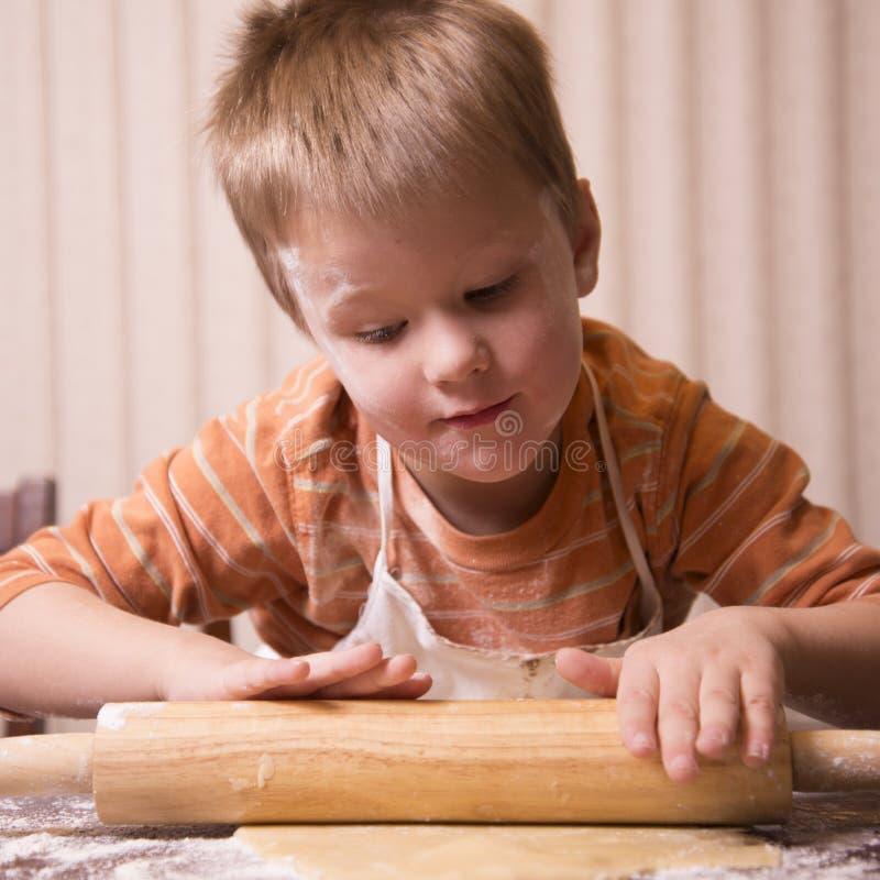 儿童烘烤 免版税库存照片