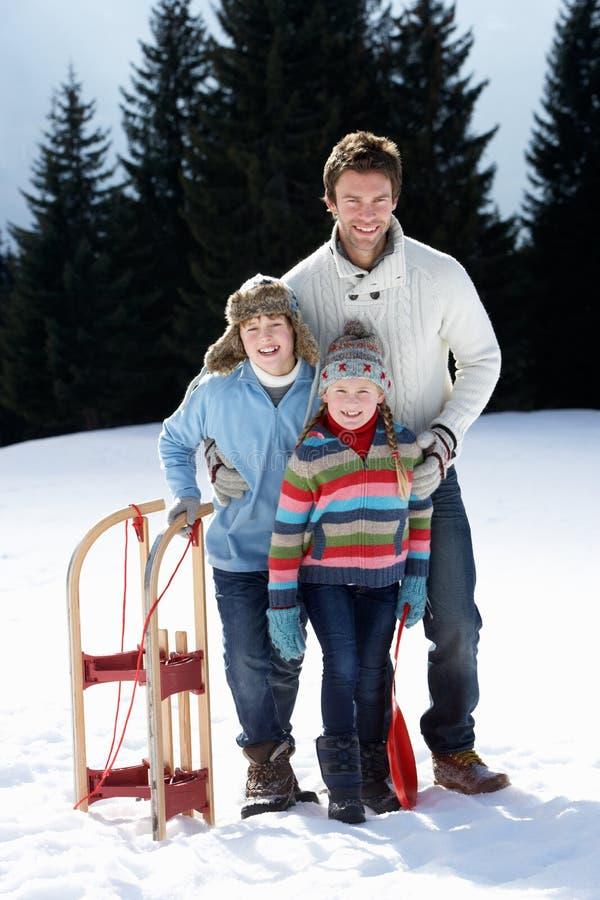 儿童父亲雪撬雪年轻人 库存图片