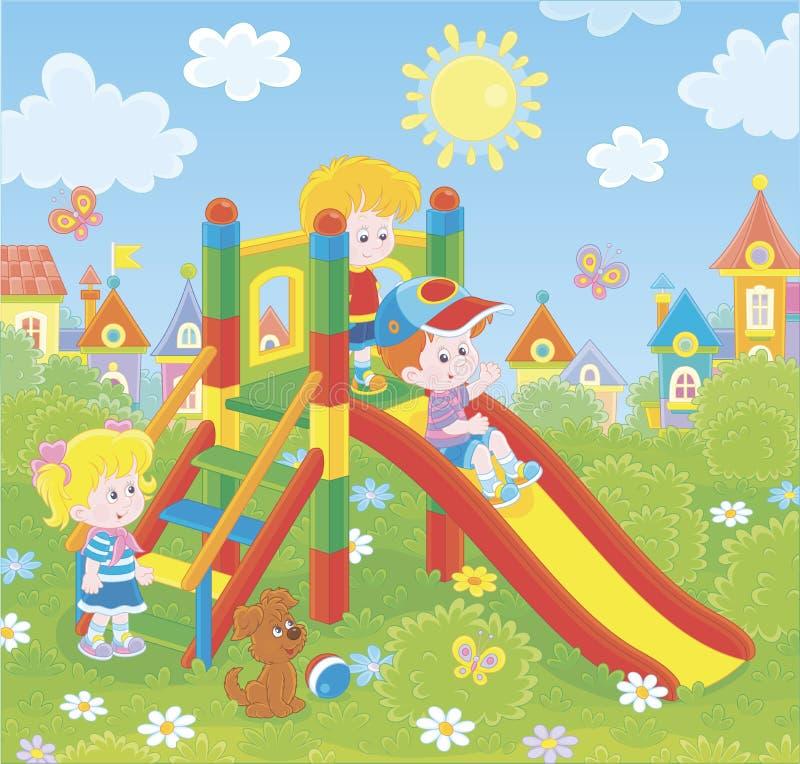 儿童的幻灯片在公园 皇族释放例证