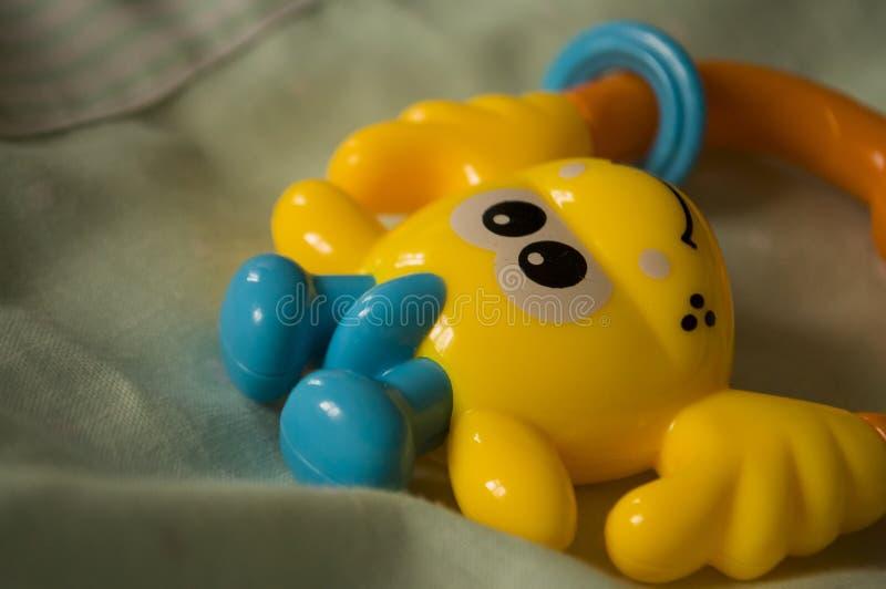 儿童的玩具 在床上的装豆子小布袋 免版税库存图片