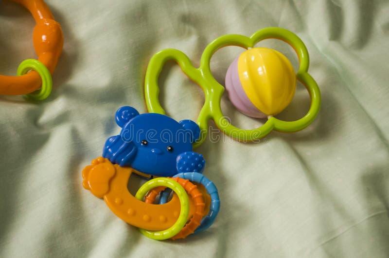 儿童的玩具 在床上的装豆子小布袋 库存照片