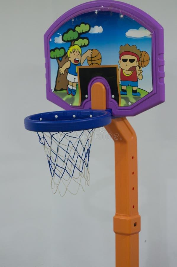 儿童的篮球的篮球篮 免版税库存照片