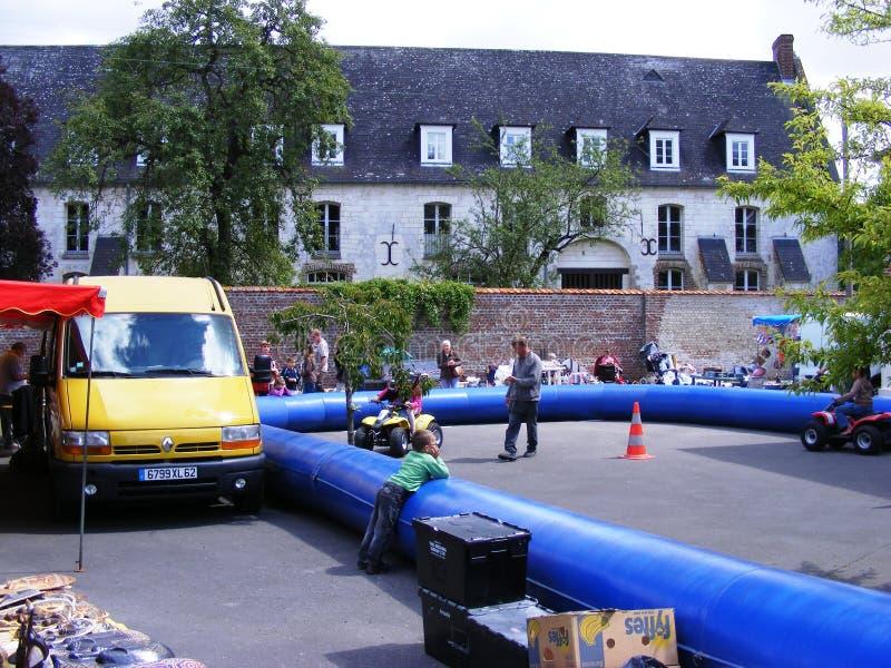 儿童的quadbike跑马场昂万法国 库存照片