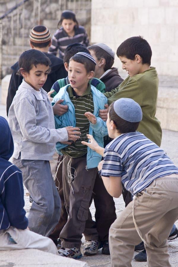 儿童耶路撒冷老使用的街道 库存照片