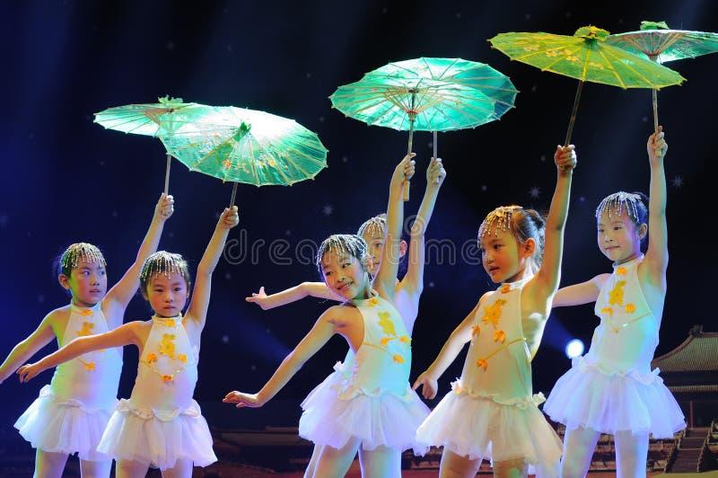 儿童舞蹈戏曲执行 免版税库存图片