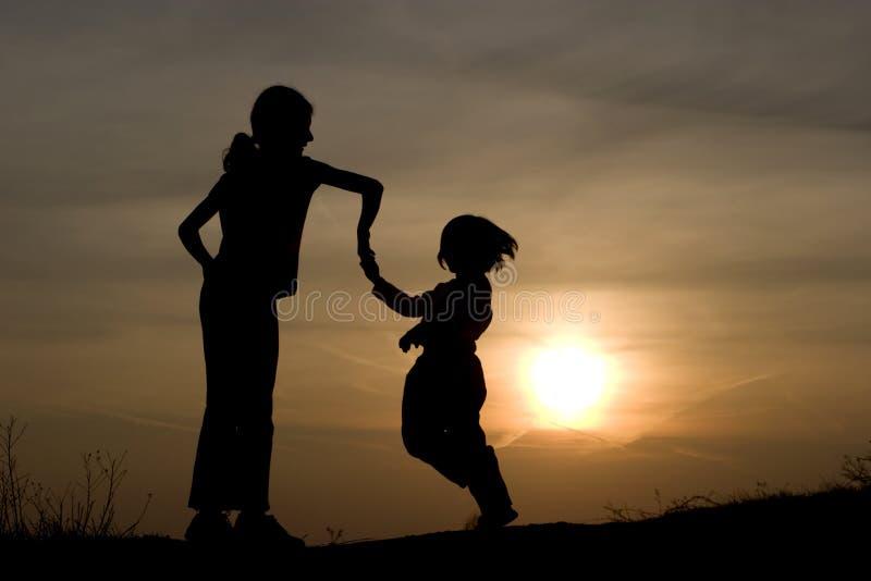 儿童舞蹈日落 库存照片