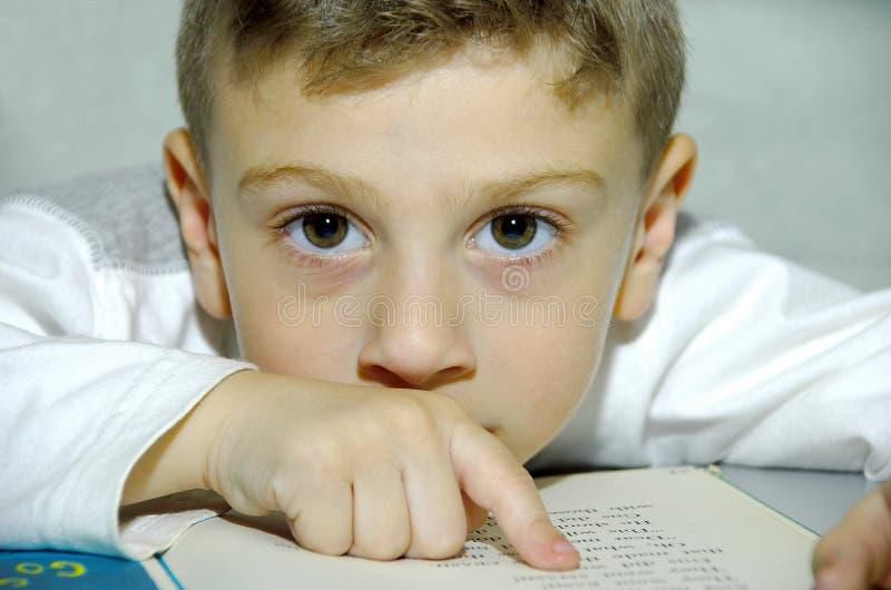 儿童读取 免版税库存图片