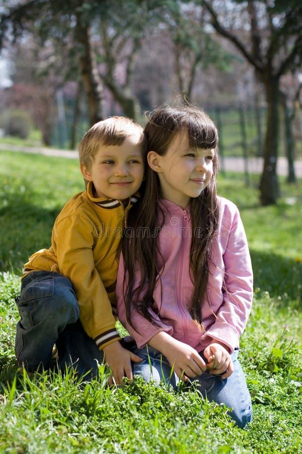 儿童象草的山坡 免版税库存图片