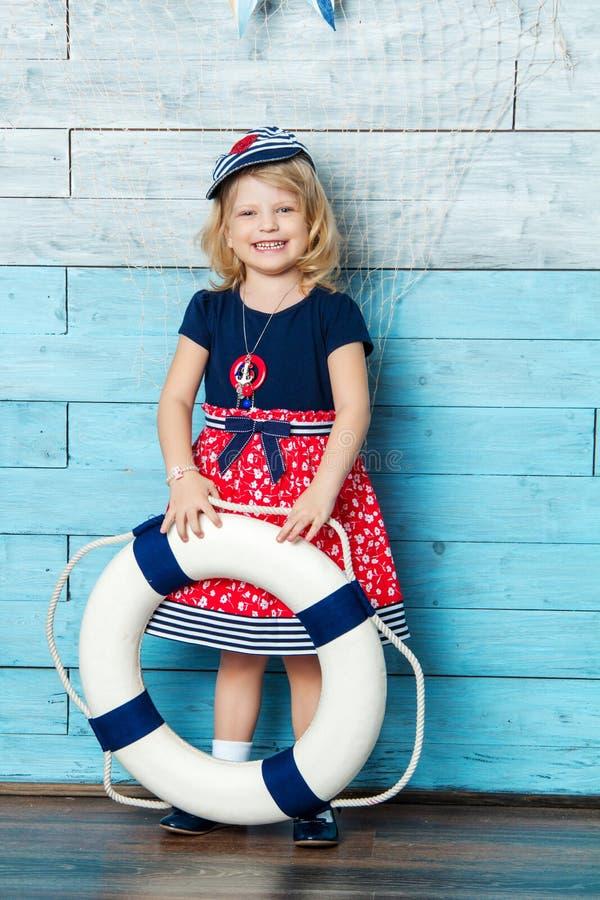 儿童身分和保留一lifebuoy 免版税库存图片