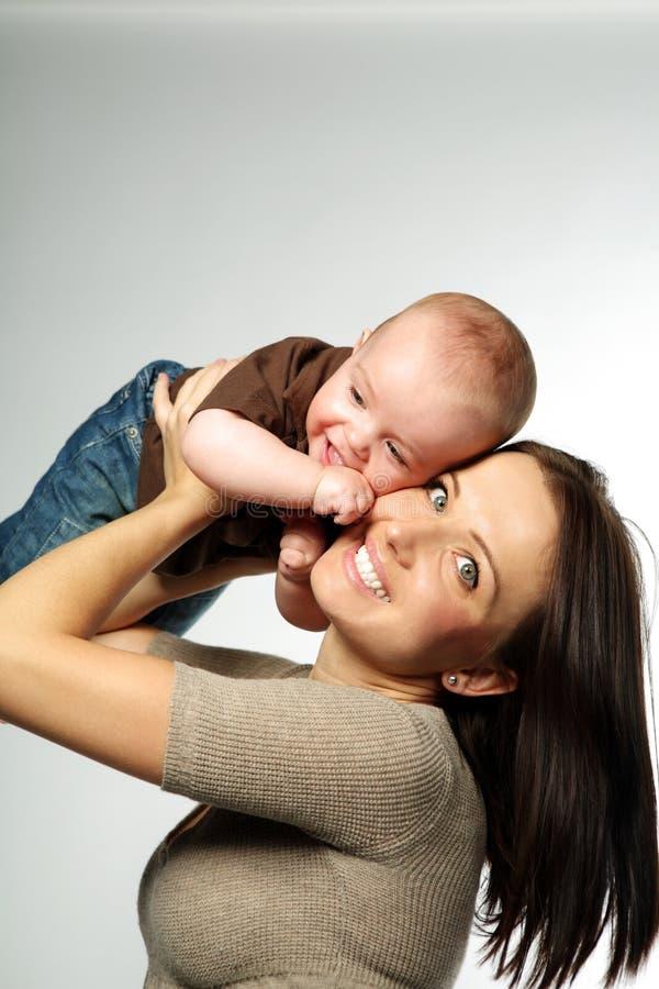 儿童逗人喜爱的母亲 免版税库存照片