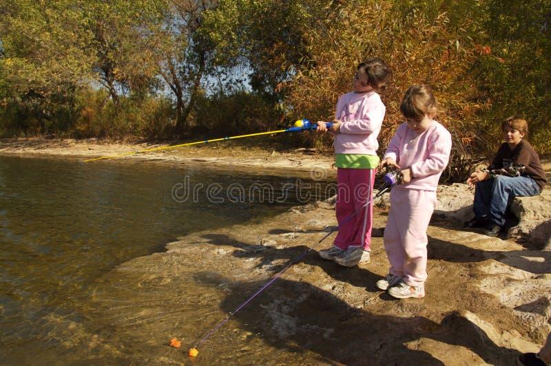 儿童钓鱼 免版税库存照片