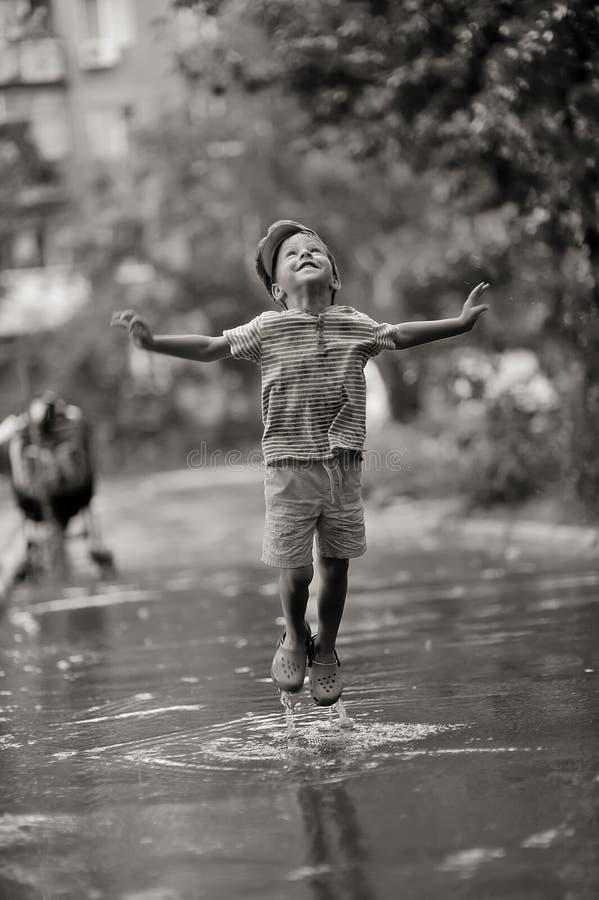 儿童雨 图库摄影