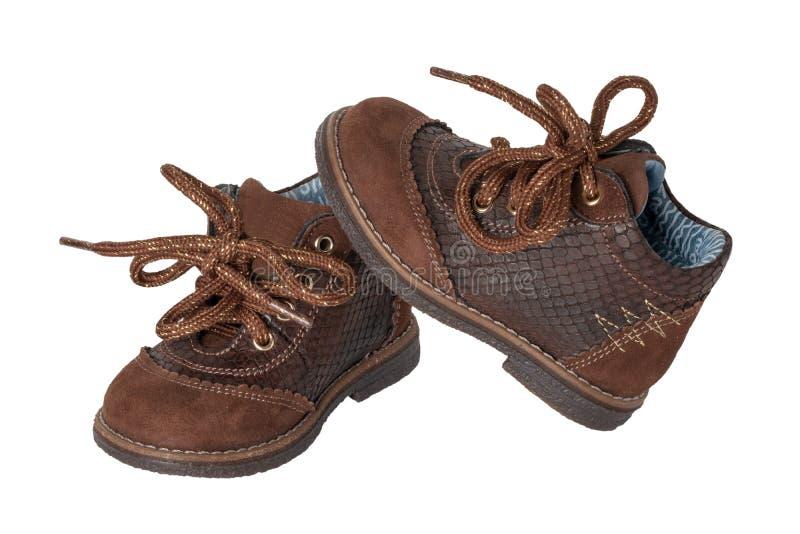 儿童鞋子时尚 一个对有s的典雅的棕色皮鞋 免版税库存图片