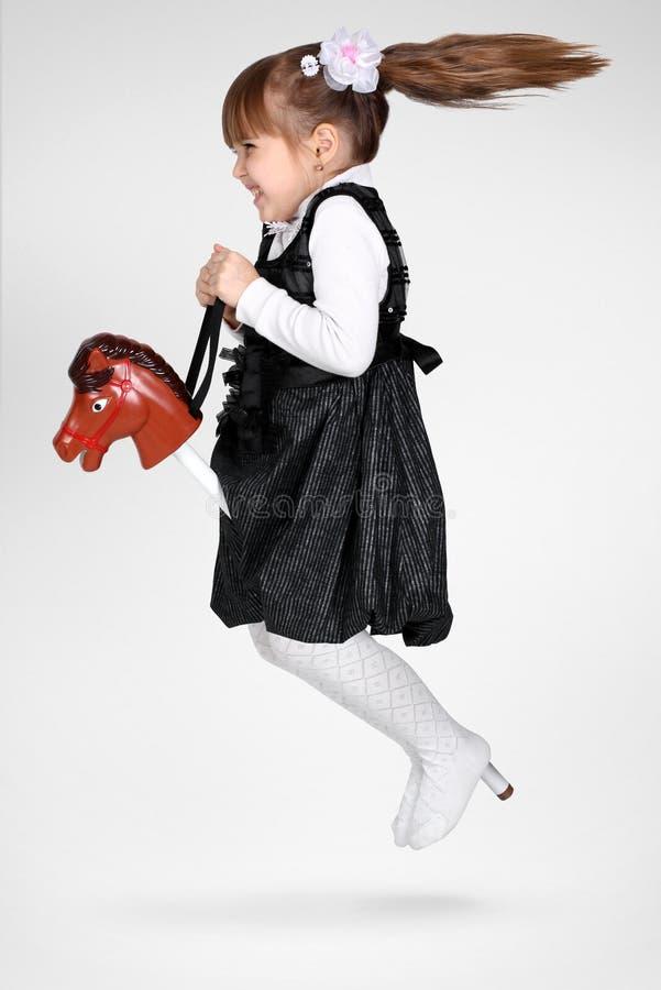 儿童马乘驾棍子 图库摄影
