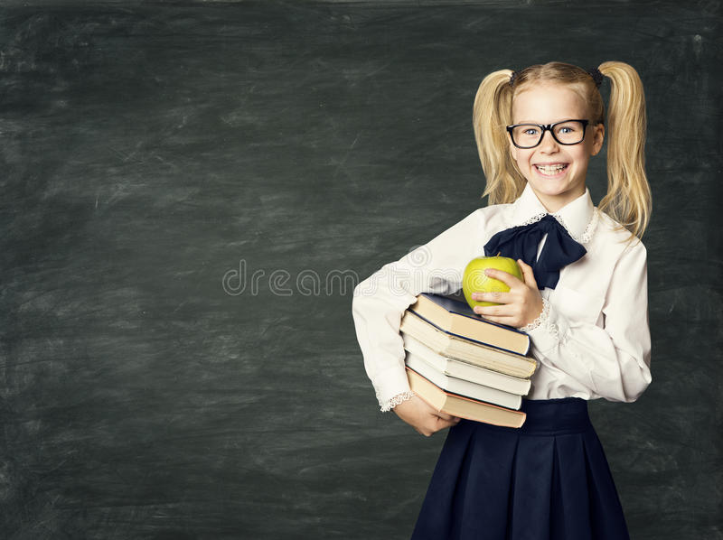 儿童黑板,愉快的学校女孩举行书,孩子教育 免版税库存图片