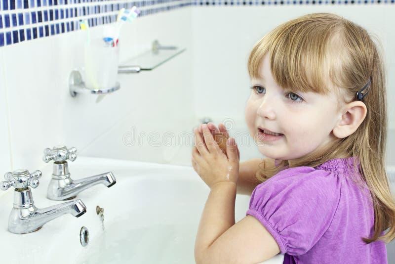 儿童洗涤的手 库存图片