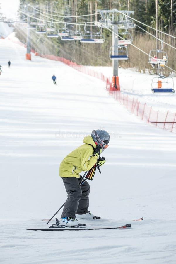 儿童滑雪者在滑雪中心 免版税库存图片