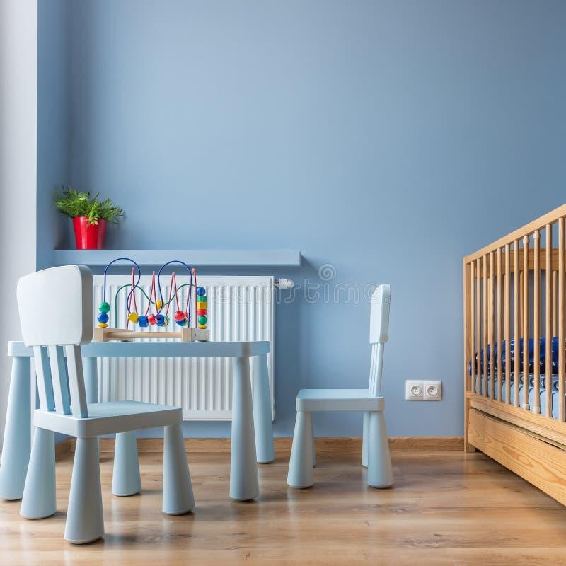 儿童` s桌和椅子 免版税库存照片
