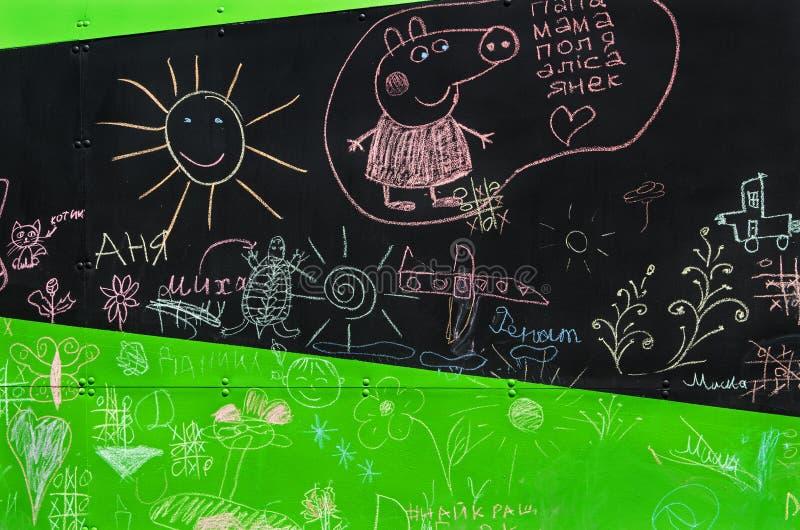 儿童` s粉笔画 库存照片