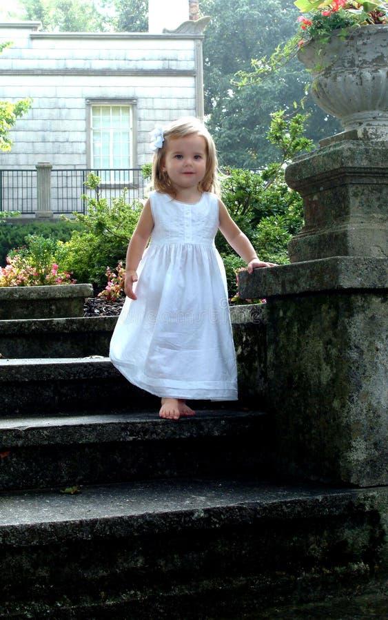 儿童decending的步骤石头 免版税库存照片