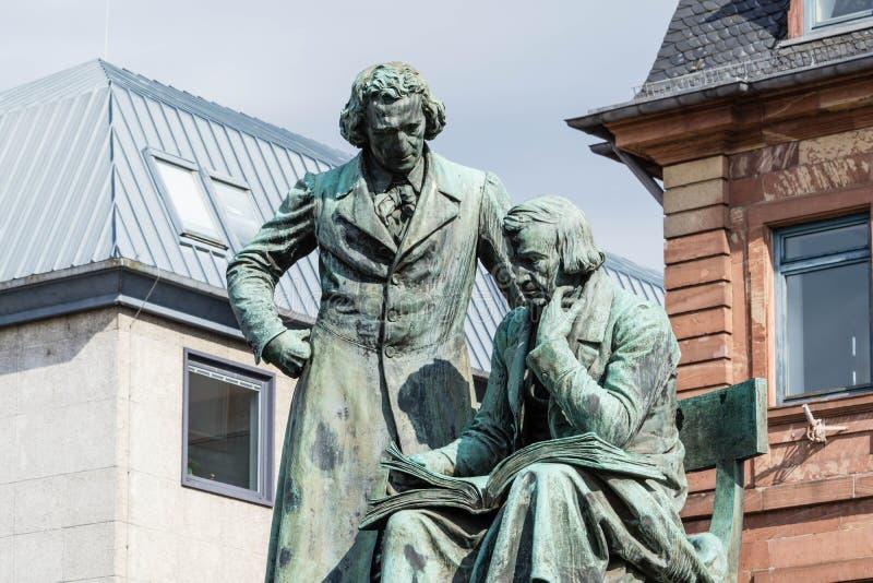 兄弟格雷姆纪念碑在哈瑙德国 免版税图库摄影