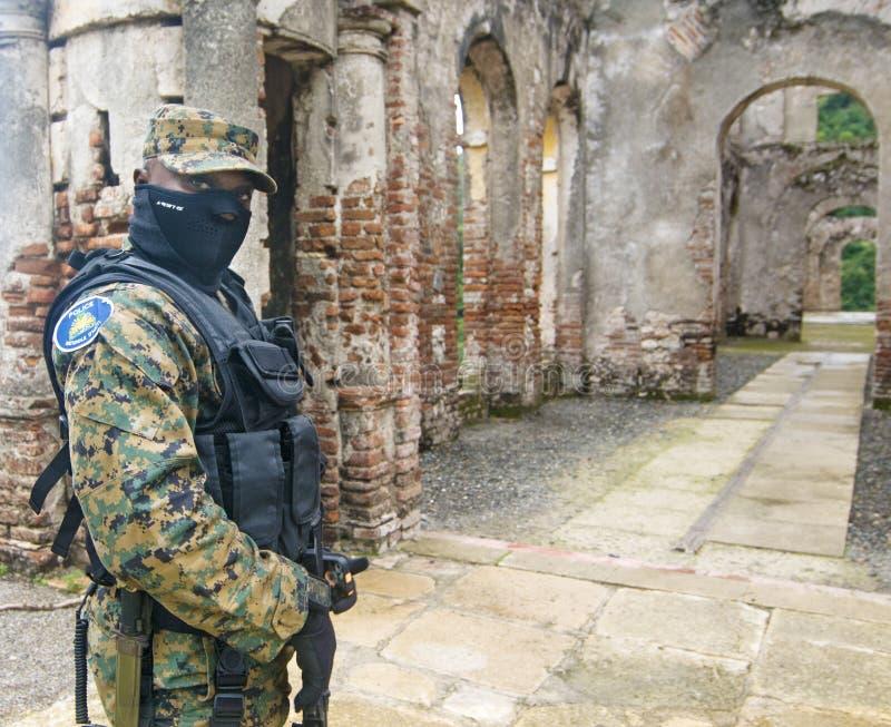 充分地武装的海地人被掩没的战士 免版税库存图片