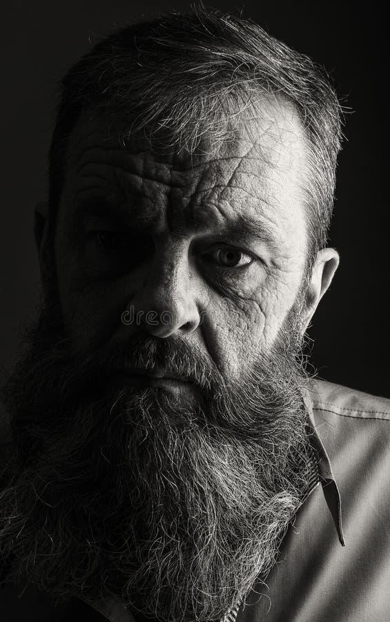 充分地黑白的有胡子的人演播室画象  Closeu 库存照片