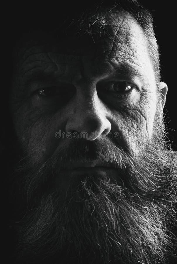 充分地黑白的有胡子的人演播室画象  Closeu 库存图片