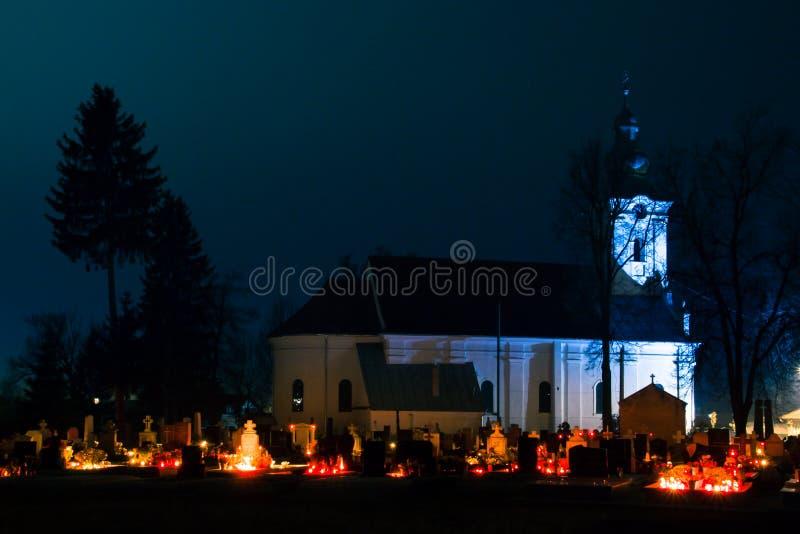 充分坟园蜡烛在死者的天我 免版税图库摄影