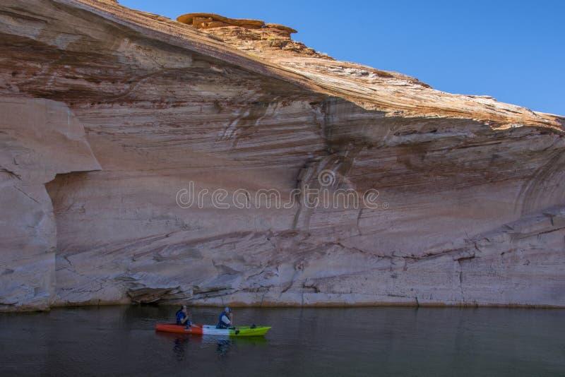 充分峡谷在Arizona湖鲍威尔幽谷的水 免版税库存照片