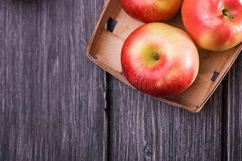 充分条板箱箱子苹果 免版税库存图片