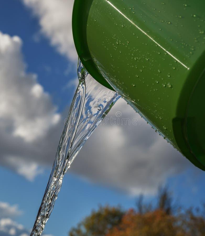 充分桶水 免版税图库摄影