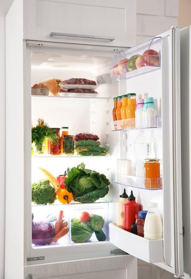 充分现代冰箱产品 免版税图库摄影