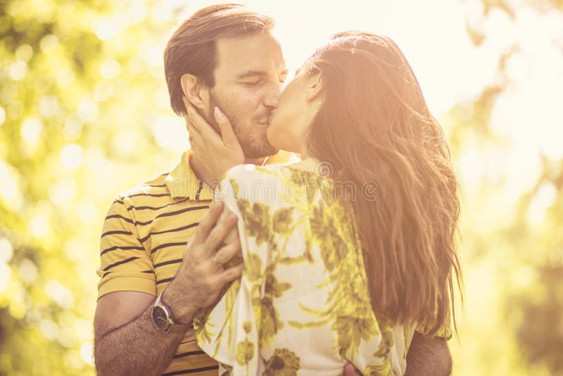 充分的亲吻爱 免版税图库摄影