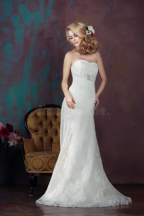 充分的成长的新娘 免版税库存图片