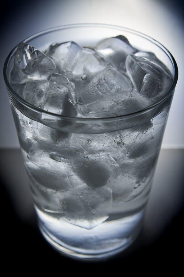 充分的玻璃冰水 图库摄影