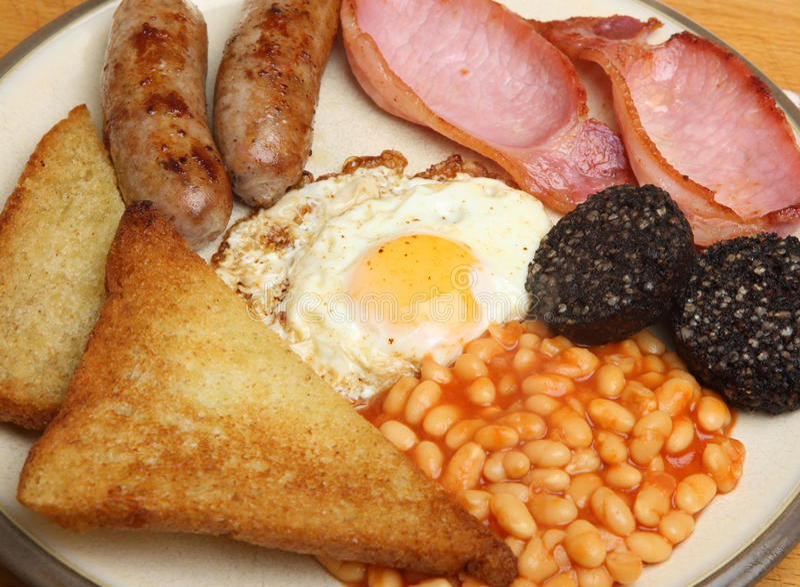 充分的英语油煎了煮熟的早餐 免版税库存照片